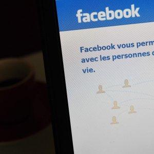 """Pedofilia su Facebook. Bbc: """"Scoperti gruppi di scambio foto"""""""