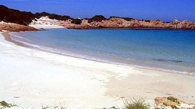 Sardegna, il magnate neozelandese  Harte rinuncia all'isola di Budelli