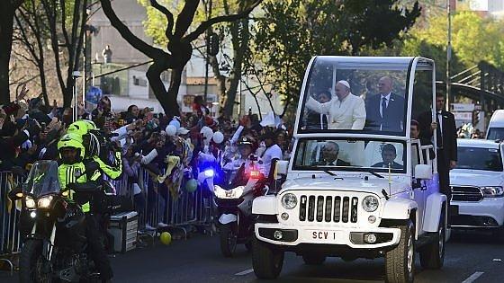 """Papa Francesco: """"Messico ha bisogno di uomini onesti"""". E lancia la sfida ai narcos"""