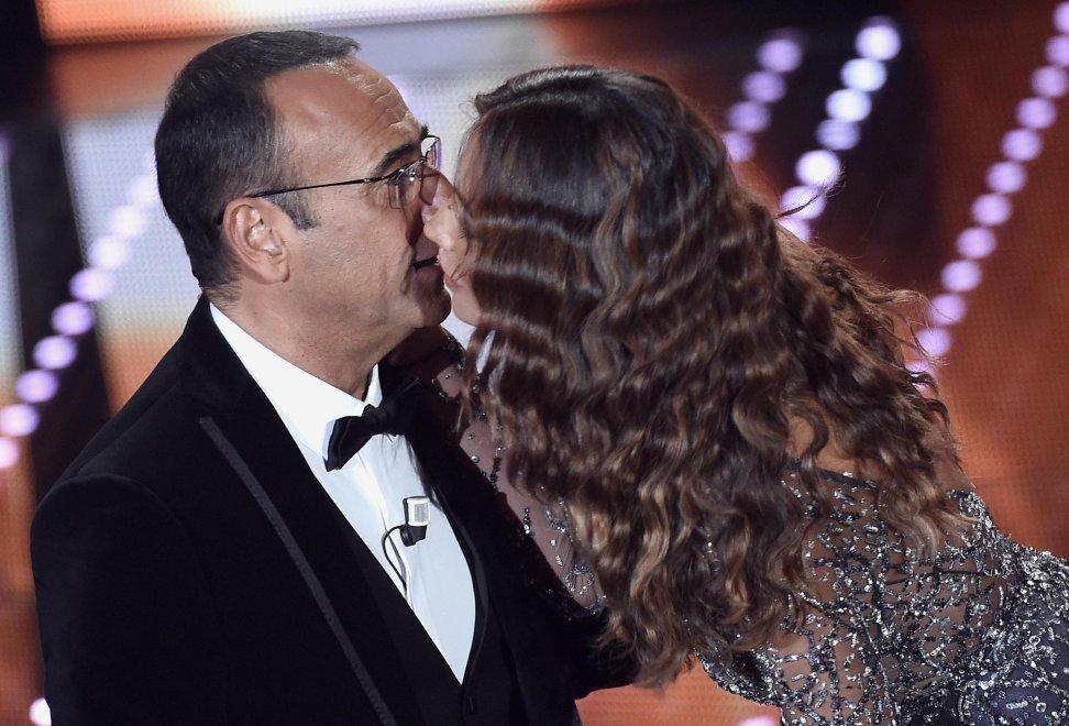Madalina, la più desiderata di Sanremo: il bacio a Carlo Conti