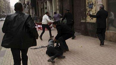 Egitto, annullata la condanna all'agente  che uccise un'attivista di sinistra   foto
