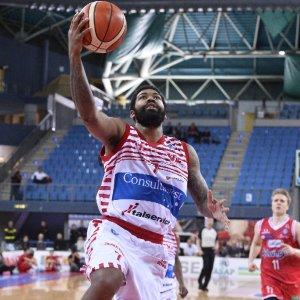 Basket, Reggio Emilia cade a Pesaro. Venezia, esonerato Recalcati