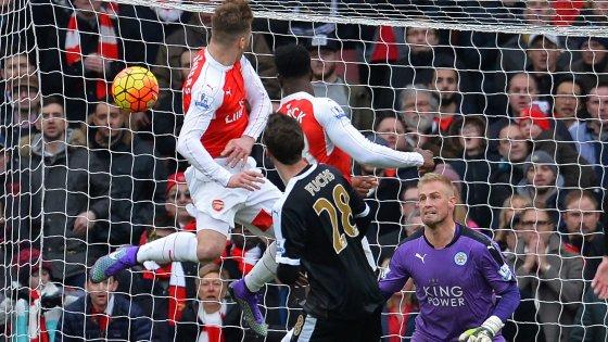 Arsenal-Leicester 2-1: Welbeck gela Ranieri al 95', Premier riaperta