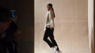 NY: Victoria Beckham cambia e vince    Rihanna sfila