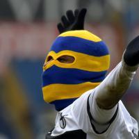 Parma, segna e indossa un passamontagna:  espulso