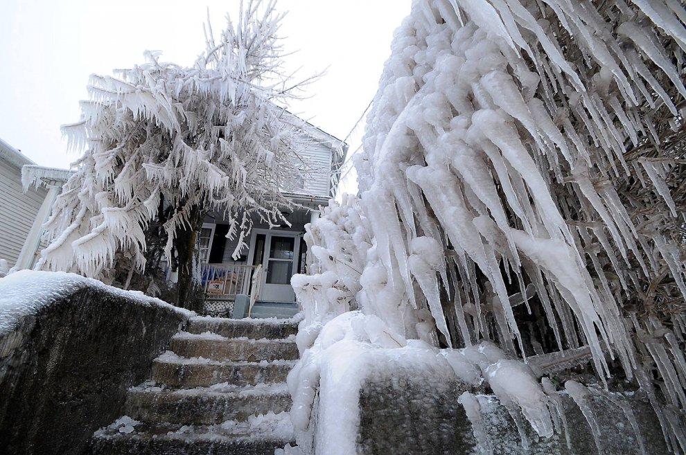 """Usa, come in """"Frozen"""": la città è di ghiaccio"""