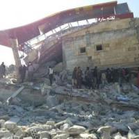 Siria, bombe su ospedali e scuole. Onu: 50 morti. Turchia: colpa dei russi. Damasco: jet americani. Usa: è stato Assad