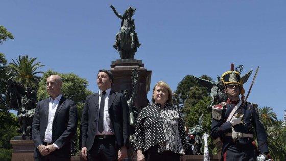 """Argentina, Renzi a Buenos Aires: """"Scusate il ritardo di 18 anni"""""""