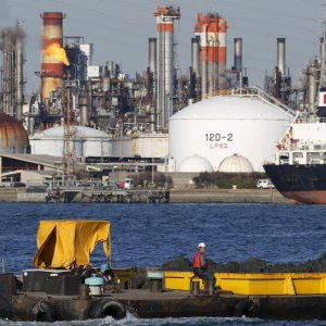 Petrolio, delude l'accordo Arabia-Russia. Milano chiude debole: -0,5%