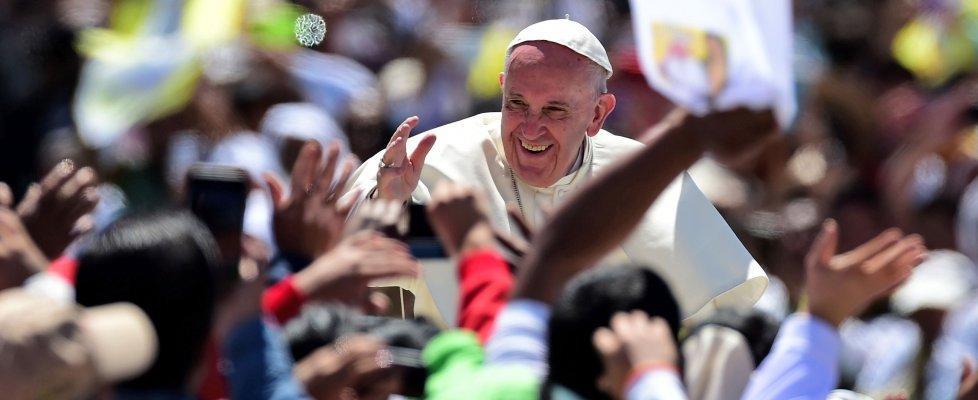"""Papa Francesco ai sacerdoti: non siete """"impiegati di Dio"""", non rassegnarsi """"al narcotraffico"""""""