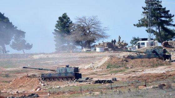 """Siria, truppe di Assad avanzano. Turchia: """"Necessaria operazione di terra, ma con altri alleati"""""""