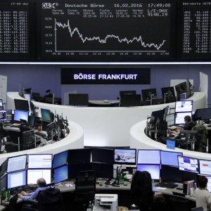 Trattative incerte sulla produzione di petrolio, mercati in ripresa