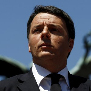 Vetro del finestrino si incrina, stop imprevisto per l'aereo di Renzi in Brasile