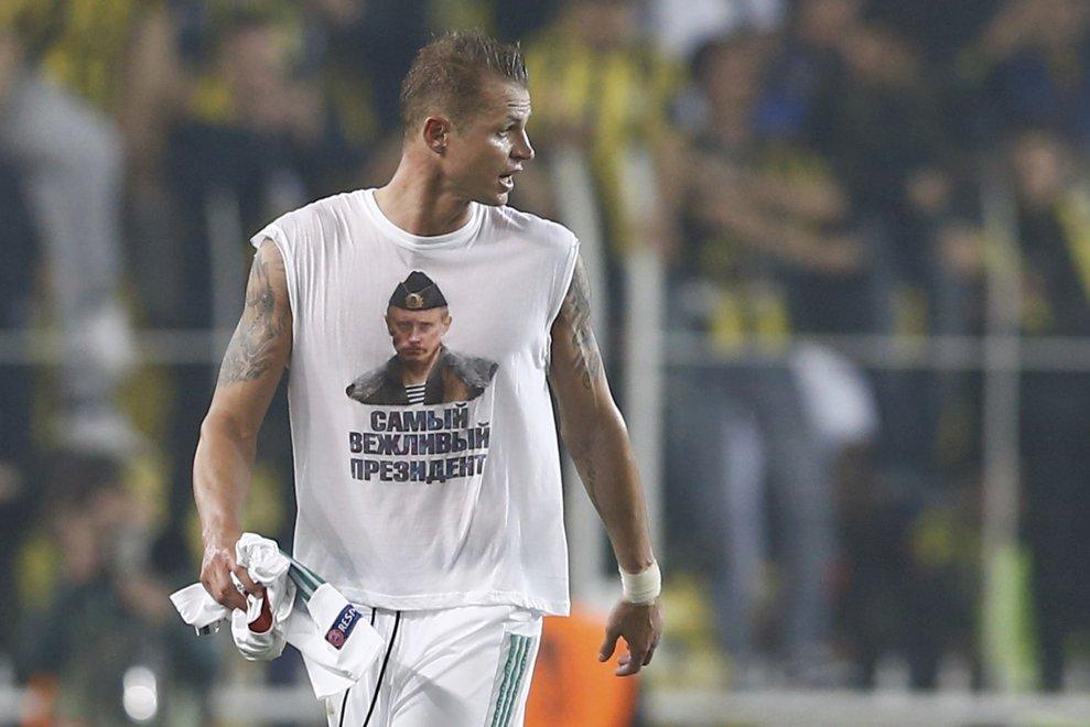 Istanbul, Tarasov mostra maglietta con Putin: indagine Uefa sul calciatore russo