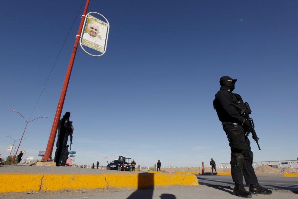 """Messico, la messa di Papa Francesco al """"muro dell'umiliazione"""""""