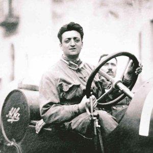 Enzo Ferrari Day, il mito corre on line