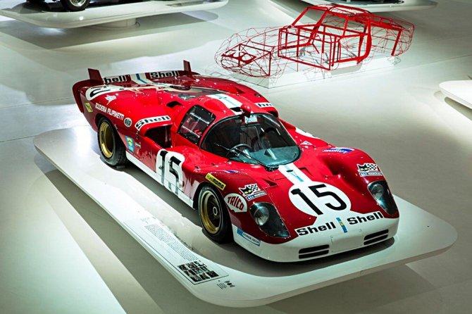 """Il Museo Enzo Ferrari inaugura la mostra """"Red Carpet"""""""