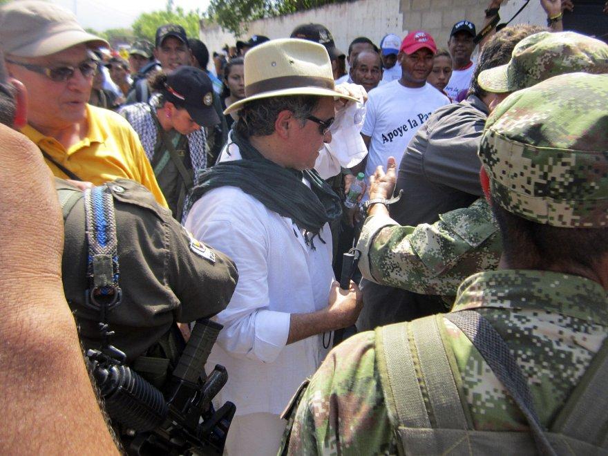 Colombia, il governo denuncia violazioni Farc: le foto mettono a rischio l'accordo di pace
