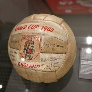 Dal pallone di Wembley alla pipa di Bearzot: nasce il museo del calcio