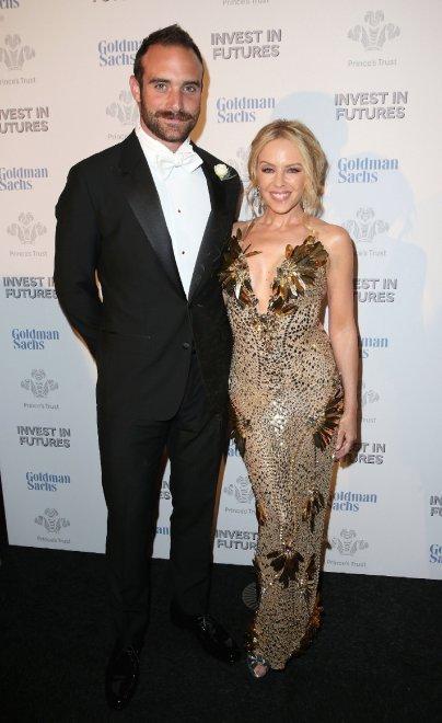 Nozze in vista per Kylie Minogue: il fidanzamento con Joshua Sasse è ufficiale