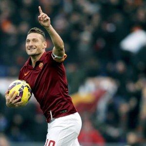 """Roma, sfogo Totti: """"La mia storia merita rispetto"""""""