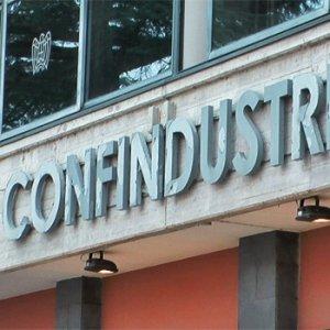 Confindustria, vietato parlare o candidati espulsi