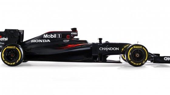 """F1, McLaren&#x3b; Dennis presenta la nuova MP4-31: """"Vogliamo tornare a vincere"""""""