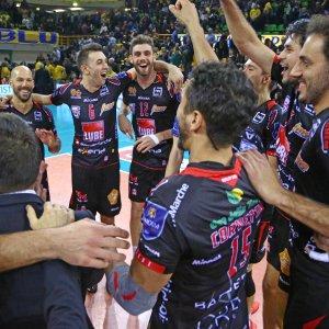 Volley, Superlega: la Lube vince a Modena e vola sola al comando