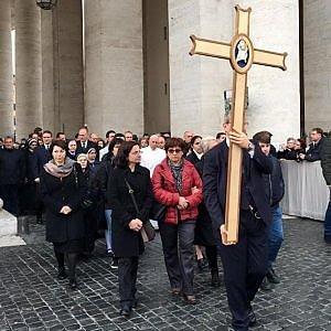 """Giubileo della curia romana, Papa in processione tra i dipendenti: """"Dobbiamo essere modello"""""""