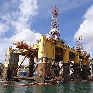 Prezzo del petrolio in calo fino al 2017, ma la risalità sarà brusca