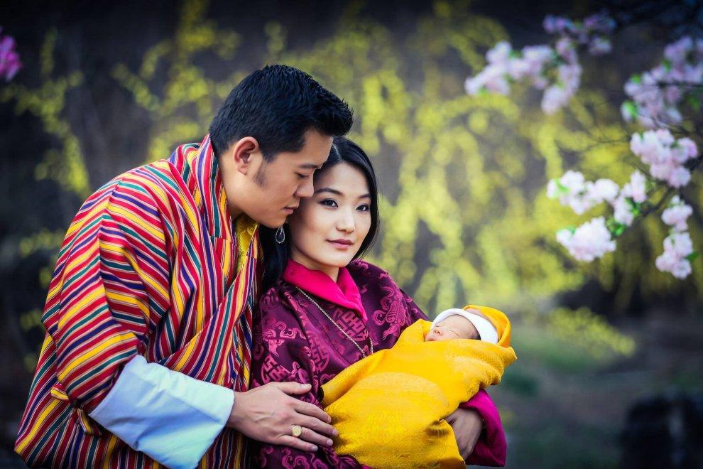 Bhutan, la presentazione ufficiale del royal baby: le prime foto su Facebook