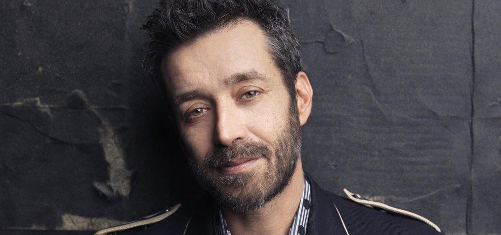 """Daniele Silvestri acrobata: """"Oggi prendo coraggio e abbandono (quasi) l'attualità"""""""