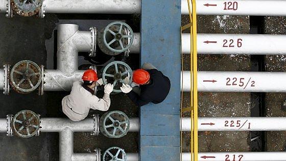 Il petrolio affonda le Borse: Milano chiude in calo del 2,6%