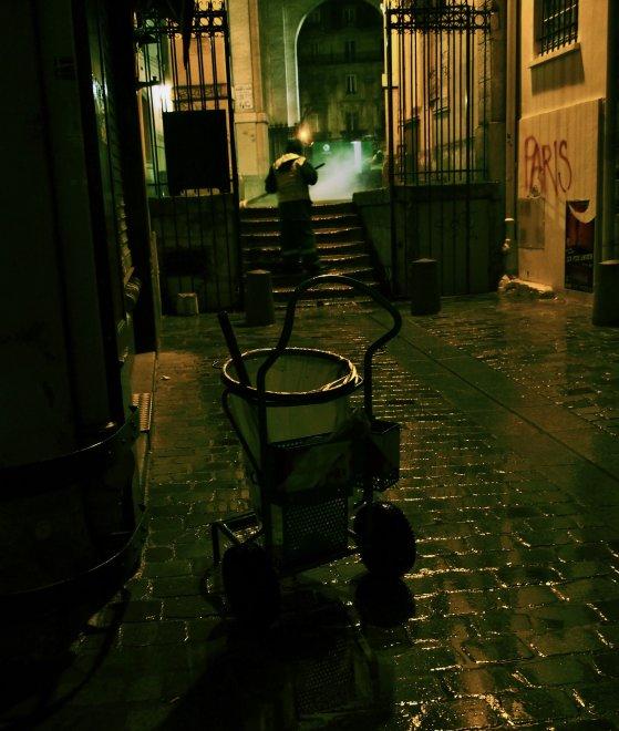 """Parigi, un omaggio agli """"artigiani della pulizia"""""""