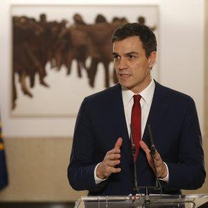 Spagna, accordo di governo socialisti-centristi. Podemos non ci sta