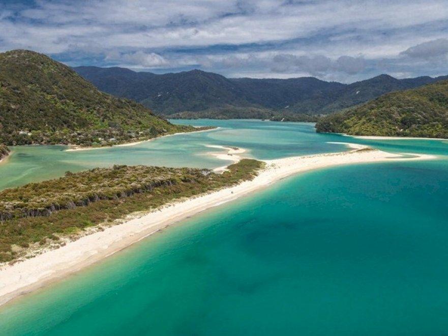 """I cittadini neozelandesi comprano una spiaggia: """"Ora è di tutti"""""""