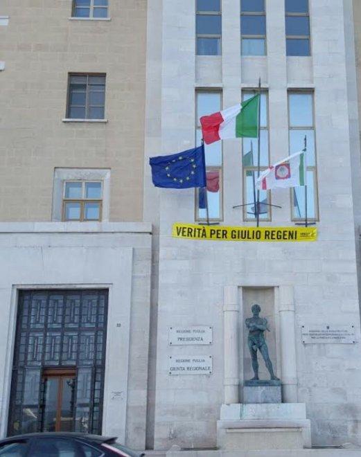 """""""Verità per Giulio Regeni"""": gli striscioni esposti in Italia"""