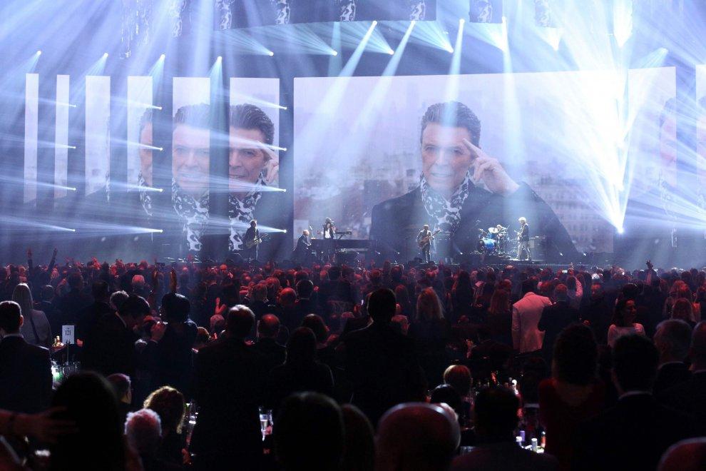 Brit Awards 2016, gli Oscar della musica omaggiano David Bowie