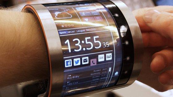 MWC 2016, il futuro dei wearable: il maxi bracciale LCD