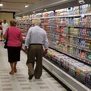 Cala la fiducia dei consumatori, sale quella delle imprese