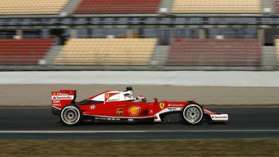 """F1, test Barcellona: vola anche Raikkonen. Marchionne: """"Lavoriamo per tornare campioni"""""""
