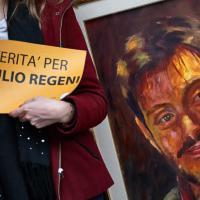 Regeni, sit in davanti all'ambasciata d'Egitto a Roma: c'è anche Erri De Luca