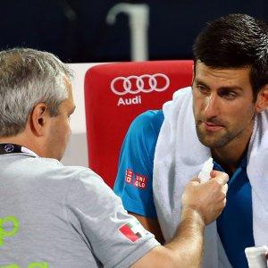 Tennis, Dubai: esce Djokovic, solo un infortunio lo mette ko. Doha, Vinci eliminata