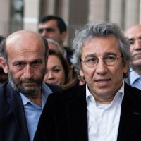 Turchia: tribunale decide scarcerazione dei giornalisti Dundar e Gul