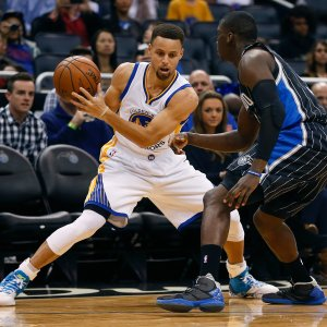 Basket, Nba: Golden State travolge Orlando, Curry pauroso e tripla da record