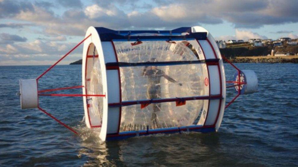 Gb, 32 chilometri nella sfera gonfiabile: la maratona è sull'acqua