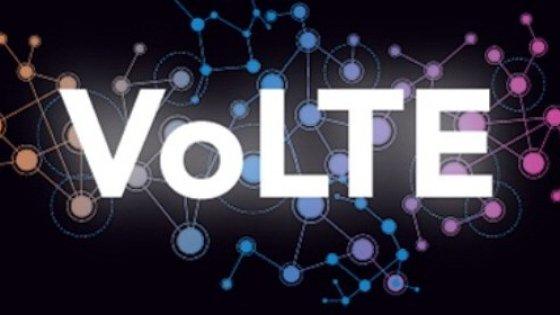 Tim e Vodafone, prima alleanza per le super telefonate