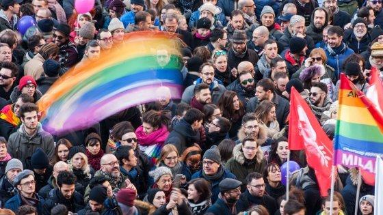 Sì alle unioni civili, no alla stepchild: gli italiani approvano la nuova legge