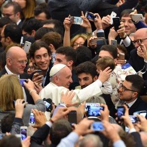 """Il Papa agli imprenditori: """"Troppi giovani prigionieri della precarietà"""""""