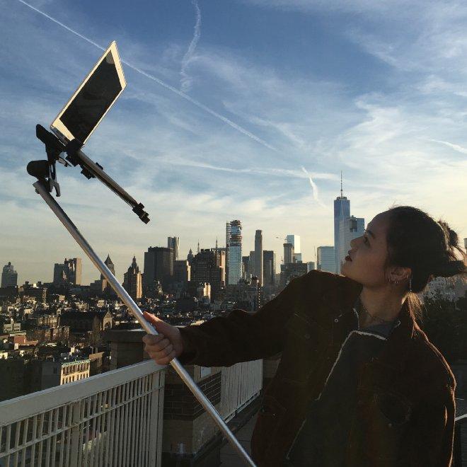 Il selfie-stick per Mac: lo scherzo è virale